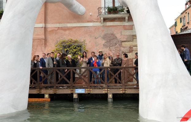 "Lorenzo Quinn's ""Support"", vernissage. Photo: W.Speranzoni |C and C architettura"